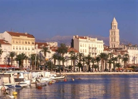 split_-harbor-and-palace