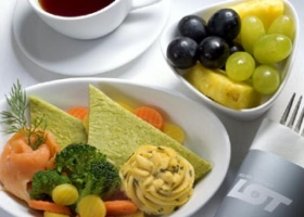 lot-polish-airlines-inflight-catering